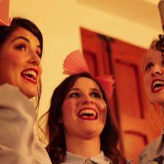 Concierto de Peter Gun & The Paper Hats y Alba Serrano con 'About Niña' en el Castillo de Mata